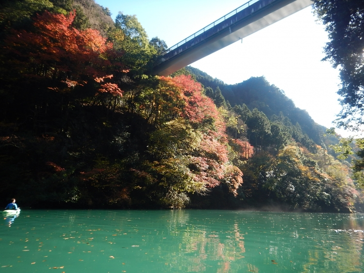 白丸湖の紅葉は今週末まで(かな?)