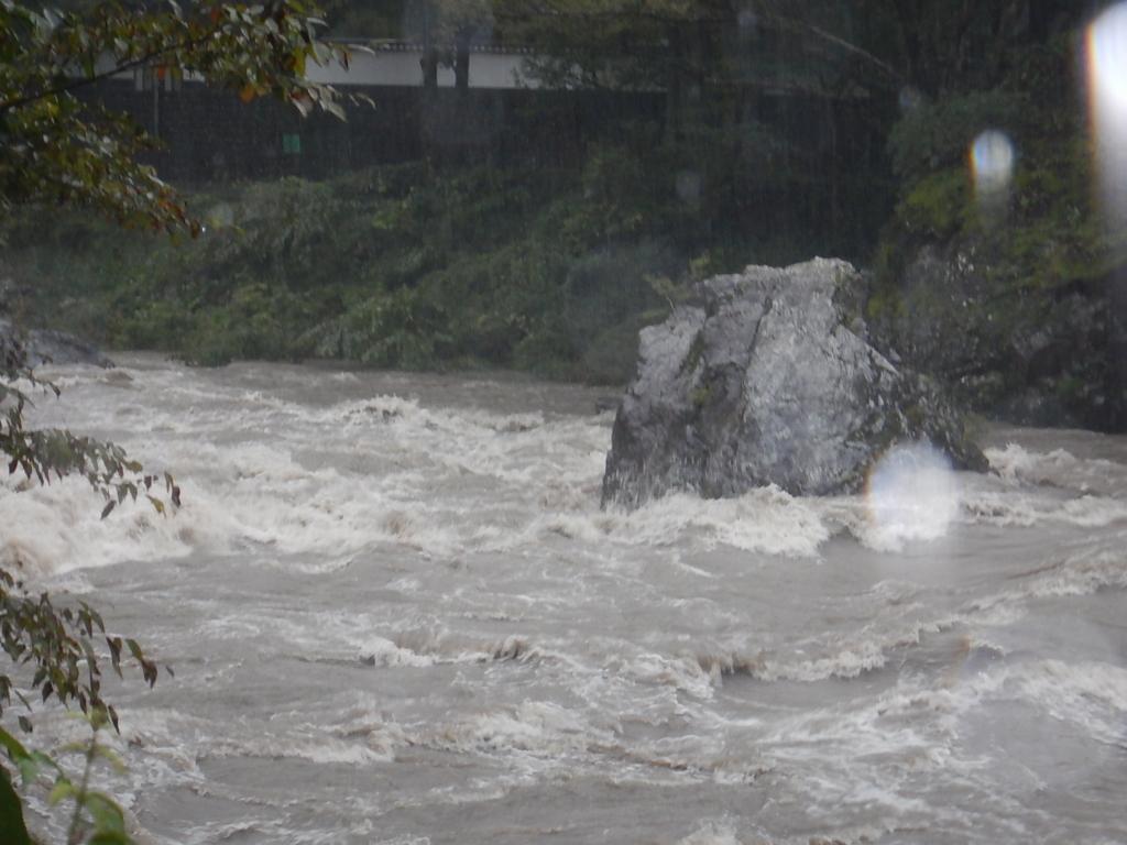 台風19号の影響で多摩川大増水中